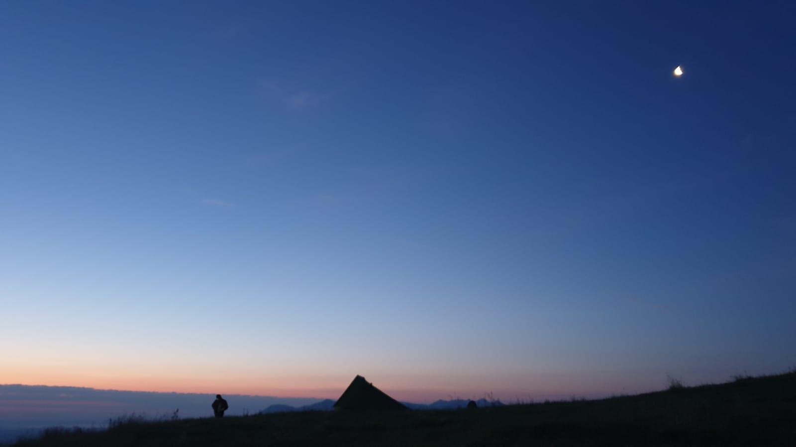 der Mond über unseren Bergen
